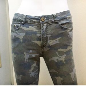 H&M Stretch Skinny Jeans / Mid-rise Camo